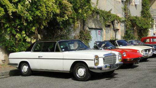 Présentation de vieilles voitures pour présenter la section Associations alanaises
