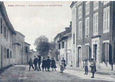 Cartes postales anciennes Avenue d'Aurignac et rue de la Poste