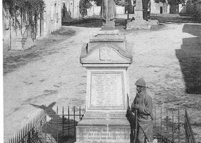 Cartes postales anciennes Monuments aux morts