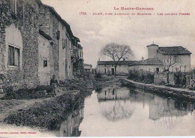 Cartes postales anciennes Les Anciens Fossés et Tour Barbacane